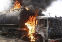 नाइजीरिया: तेल से भरे टैंकर में विस्फोट से दर्जनों लोगों की मौत