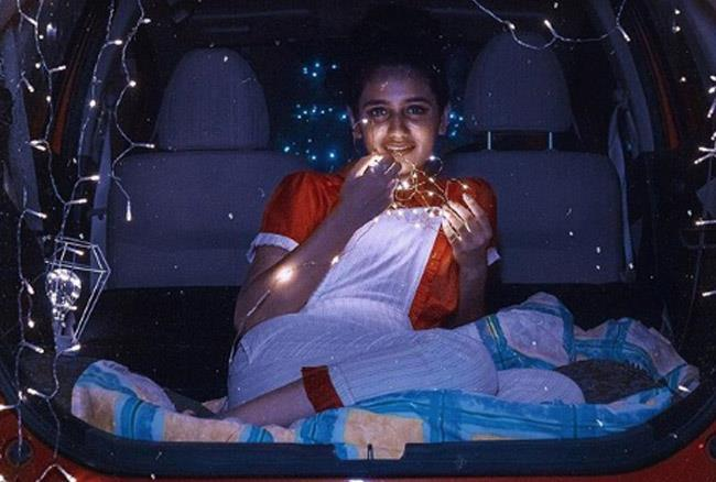प्रिया प्रकाश ने अपने को-एक्टर रोशन अब्दुल संग कार में बैठ दिए हॉट पोज, वायरल हुई तस्वीरें
