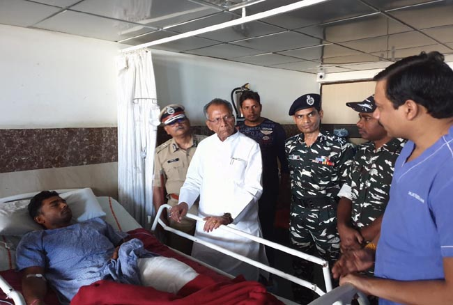 CG NEWS : नक्सल मुठभेड़ में घायल जवानों से मिलने रामकृष्ण व बालाजी अस्पताल पहुंचे गृहमंत्री