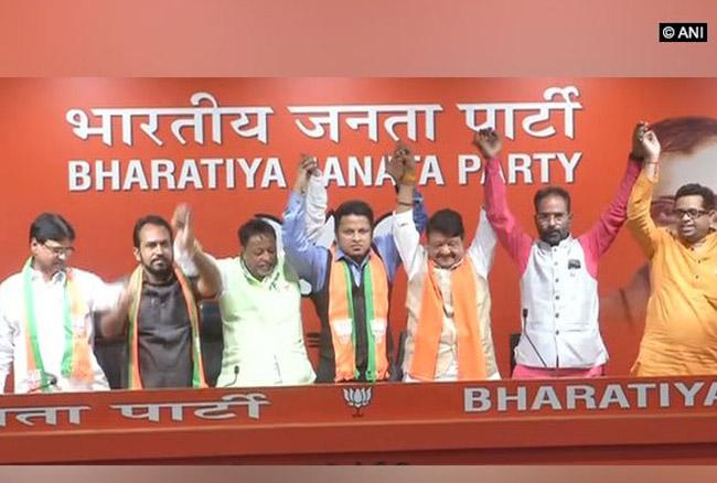 लोकसभा चुनाव 2019ः भाजपा में शामिल हुए तृणमूल कांग्रेस के निष्कासित सांसद अनुपम हाजरा