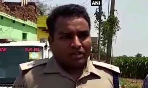 आगरा: कुंडोल में पेड़ से लटका मिला लकड़ी और लड़के का शव, पुलिस जांच में जुटी