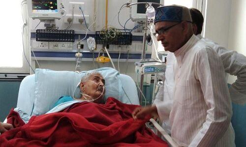 पूर्व सीएम कैलाश जोशी का हाल जानने अस्पताल पहुंचे शिवराज सिंह
