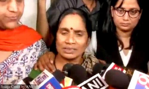 Nirbhaya case: फांसी के बाद पहली बार निर्भया की मां बोलीं- आज मैंने मां धर्म पूरा किया